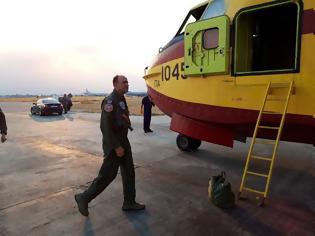 Φωτογραφία για Πτήση του ΑΓΕΑ Αντιπτέραρχου Γ. Μπλιούμη με Καναντέρ πάνω από το πύρινο μέτωπο της Εύβοιας