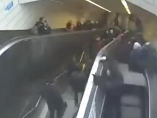 Φωτογραφία για Σοκαριστικό βίντεο: Κυλιόμενες σκάλες καταπίνουν -κυριολεκτικά- έναν άνδρα (video)