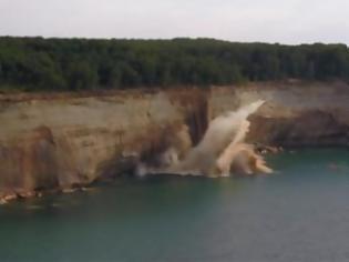 Φωτογραφία για Είχε... άγιο μια ομάδα κωπηλατών  - Βράχοι έπεσαν δίπλα στο καγιάκ τους