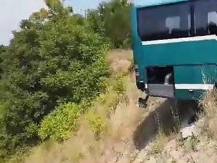Φωτογραφία για Λύθηκε χειρόφρενο λεωφορείου -Παραλίγο να πέσει στον γκρεμό