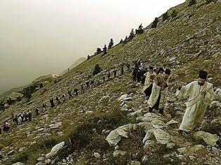 Φωτογραφία για 12400 - Ξεκίνησε, με το πρώτο φως της ημέρας, η ανάβαση στην κορυφή του Άθω