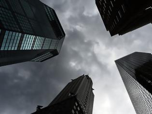 Φωτογραφία για DW: Βρισκόμαστε στα πρόθυρα παγκόσμιας οικονομικής ύφεσης;