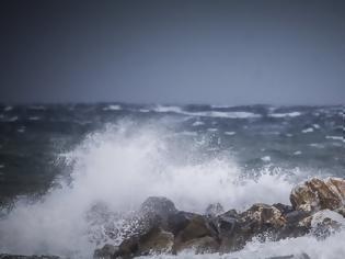 Φωτογραφία για Κάρπαθος: Επτά τραυματίες σε τουριστικό πλοίο που έπεσε σε θαλασσοταραχή