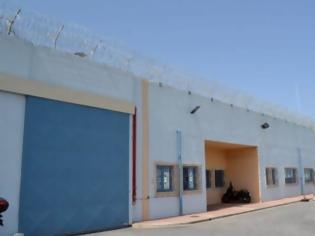 Φωτογραφία για Συναγερμός στις φυλακές της Αγιάς - Φορτηγό πέταξε ύποπτο δέμα
