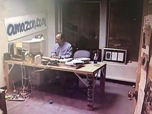 Φωτογραφία για Αυτό ήταν το γραφείο του το 1999… Πώς είναι σήμερα;