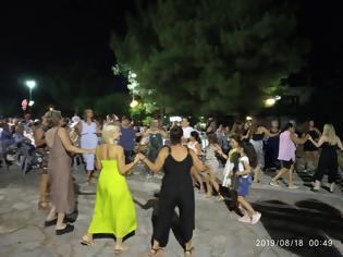 Φωτογραφία για Γεμάτη κόσμο η πλατεία στο Γλέντι στο ΔΡΥΜΟ Βόνιτσας | ΦΩΤΟ