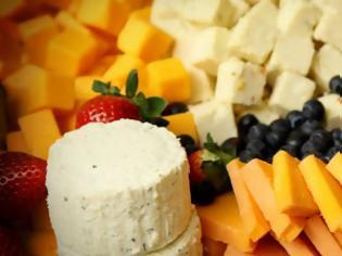 Φωτογραφία για Να γιατί δεν πρέπει να τυλίγουμε τα τυριά με μεμβράνη τροφίμων
