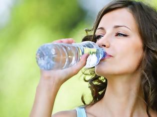 Φωτογραφία για ΠΟΥ: Τα μικροπλαστικά σωματίδια στο νερό δεν είναι επικίνδυνα για την υγεία