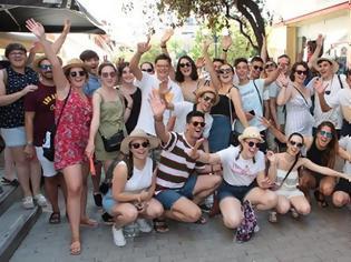 Φωτογραφία για Βόλτα σε κεντρικούς δρόμους του Αγρινίου για χορευτές από Ισπανία και Ιταλία (φωτο)