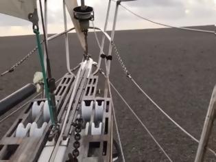 Φωτογραφία για Βίντεο: Πλοίο ταξιδεύει πάνω σε... λάβα μετά από έκρηξη ηφαιστείου στον Ειρηνικό