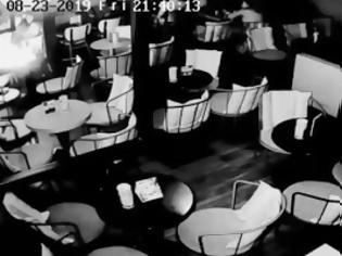 Φωτογραφία για Τρίκαλα: Έκρηξη κινητού τηλεφώνου μέσα σε καφετέρια (video)