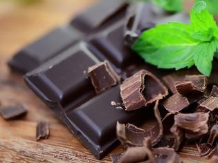 Φωτογραφία για Λιγότερες πιθανότητες να εκδηλώσουν κατάθλιψη έχουν οι άνθρωποι που τρώνε τακτικά μαύρη σοκολάτα