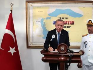 Φωτογραφία για Νέα πρόκληση από Ερντογάν: Φωτογραφίζεται σε χάρτη που δείχνει τουρκικό το μισό Αιγαίο