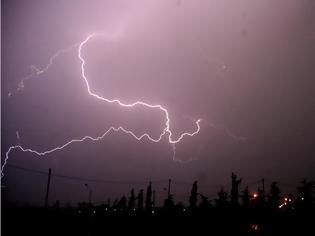 Φωτογραφία για Τα ρεκόρ του καιρού: 41,9 βαθμοί, 8.500 κεραυνοί και άνεμοι με 132 χλμ/ώρα