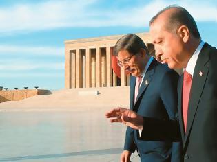 Φωτογραφία για Ο Ερντογάν καρατομεί τον Νταβούτογλου - Πώς οι αδελφικοί φίλοι έγιναν θανάσιμοι εχθροί