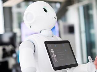 Φωτογραφία για Ακόμα πιο έξυπνα και ομιλητικά τα δύο ρομπότ Pepper του αεροδρομίου Ελ. Βενιζέλος