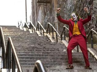 Φωτογραφία για Επί 8 λεπτά χειροκροτούσαν όρθιοι το Joker στη Βενετία – Τι έγραψαν οι κριτικοί