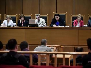 Φωτογραφία για Ξεκινά τη Δευτέρα η δίκη της Χρυσής Αυγής - Απολογούνται για την επίθεση σε βάρος των ψαράδων