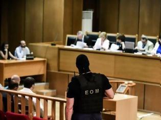Φωτογραφία για Δίκη Χρυσής Αυγής: Οργή της έδρας για τα «δεν ξέρω, δεν απαντώ»