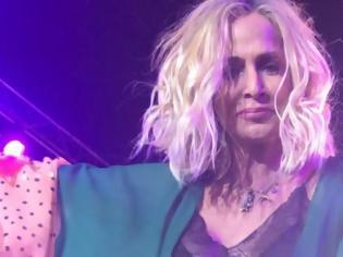 Φωτογραφία για Τα δάκρυα της Άννας Βίσση στη συναυλία της στο πυρόπληκτο Μάτι