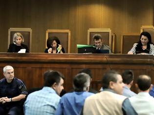 Φωτογραφία για Εισαγγελέας στη δίκη της ΧΑ για το «συνεργείο»: Μίχος, Λαγός θα πρέπει να απαλλαγούν με το νέο Ποινικό Κώδικα