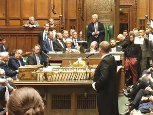 Φωτογραφία για Βρετανία: Πρωτοφανείς σκηνές στη Βουλή μετά το «λουκέτο» και την έκτη ήττα του Τζόνσον