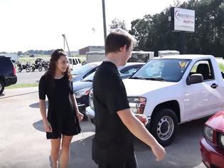 Φωτογραφία για Youtuber χαρίζει… αυτοκίνητα! (video)