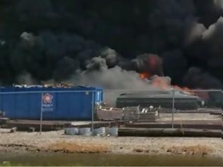 Φωτογραφία για Στις φλόγες τρένο που εκτροχιάστηκε