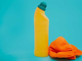 Φωτογραφία για Χρησιμοποιείτε συχνά χλωρίνη στο καθάρισμα; Τι σοβαρό μπορεί να πάθετε;