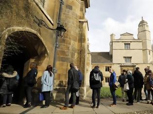 Φωτογραφία για Βρετανία: Μέχρι και δυο χρόνια θα μπορούν να μείνουν στη χώρα οι ξένοι φοιτητές μετά την αποφοίτησή τους