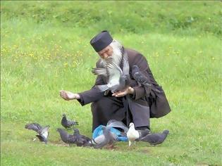 Φωτογραφία για Ο ταπεινός ασχολείται με τον εαυτόν του. Ο υπερήφανος ασχολείται με τους άλλους.