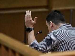 Φωτογραφία για Δίκη Χρυσής Αυγής: «Να βοηθήσω ήθελα», λέει κατηγορούμενος για την επίθεση στους αφισοκολλητές του ΠΑΜΕ