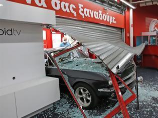Φωτογραφία για Πέτρου Ράλλη: Με κλεμμένη Mustang μπήκαν στο κατάστημα των ηλεκτρικών ειδών