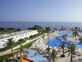 Φωτογραφία για Mega deal στον τουριστικό κλάδο: Στον έλεγχο της Blackstone τα ξενοδοχεία του ομίλου Louis στην Ελλάδα