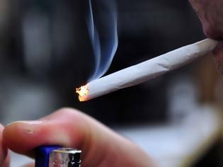 Φωτογραφία για Βαριές καμπάνες στον αντικαπνιστικό νόμο: 1.500 για κάπνισμα σε όχημα, ένστολοι στους ελέγχους