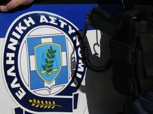 Φωτογραφία για Έκλεψαν σφαίρες και χειροπέδες αστυνομικού : Τα άφησε στο ΙΧ και ...πήγε στα μπουζούκια