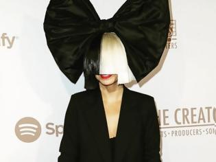 Φωτογραφία για Η Sia μιλά για πρώτη φορά για την σπάνια ασθένεια από την οποία πάσχει  Μέσα από ένα tweet έκανε γνωστή την ασθένειά της.