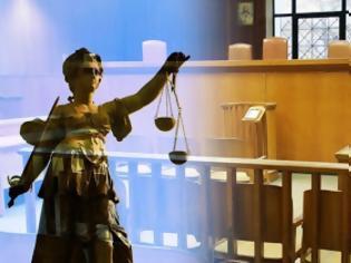 Φωτογραφία για Αλλάζουν οι ποινικοί κώδικες: Κακούργημα οι μολότοφ και οι δωροδοκίες υπαλλήλων