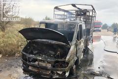 Κάηκε ολοσχερώς φορτηγό με κοτόπουλα στην Αμφιλοχία - [ΦΩΤΟ]