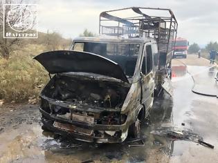 Φωτογραφία για Κάηκε ολοσχερώς φορτηγό με κοτόπουλα στην Αμφιλοχία - [ΦΩΤΟ]