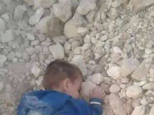 Φωτογραφία για Άμαχος νεκρός στην Συρία ετών 6! Η φωτογραφία που κάνει το γύρο του διαδικτύου