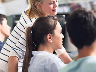 Φωτογραφία για Οι δάσκαλοι δεν πήγαν να κάνουν μάθημα και τα παιδιά στράφηκαν στην τηλεδιάσκεψη!