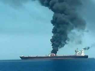 Φωτογραφία για Έκρηξη σε ιρανικό τάνκερ - Για επίθεση με πυραύλους κάνει λόγο η Τεχεράνη