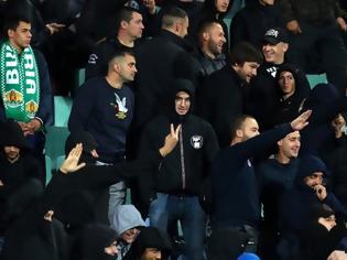 Φωτογραφία για Εικόνες ντροπής στο Βουλγαρία-Αγγλία: Βούλγαροι οπαδοί χαιρετούσαν ναζιστικά