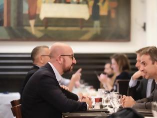 Φωτογραφία για Μεταναστευτικό και τουρκικές προκλήσεις στο δείπνο Μητσοτάκη με τον διάδοχο του Τουσκ