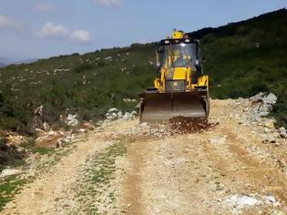 Φωτογραφία για ΑΕΤΟΣ Ξηρομέρου: Επισκευάζουν τον δρόμο που οδηγεί στον Αϊ - Δημήτρη ενόψει της εορτής του - [ΦΩΤΟ]