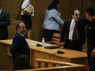 Φωτογραφία για Ενταση μεταξύ των δικηγόρων των κατηγορουμένων στη δίκη της Χρυσής Αυγής