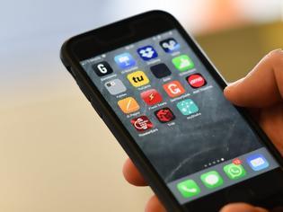 Φωτογραφία για Μήνυσε την Apple γιατί υποστηρίζει ότι μια εφαρμογή σε iPhone τον έκανε... γκέι!