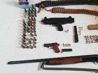 Φωτογραφία για Είχαν παράνομα όπλα στο μαντρί και σκυλιά χωρίς τσιπάκι