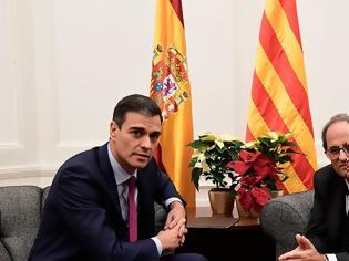 Φωτογραφία για Στα άκρα Μαδρίτη - Καταλονία: Ο Σάντσεθ απέρριψε το αίτημα του Τόρα για διαπραγμάτευση